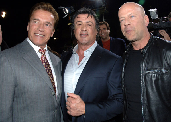 FilmRecensies.TV:AKTIEFILM The Expendables(2010) 'Stallone schudt Rambo-imago af' en HD-trailer
